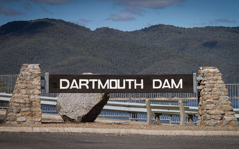 Dartmouth Dam Photo by Stephen Edmonds https://commons.wikimedia.org/wiki/File:Dartmouth_Dam_-_panoramio.jpg